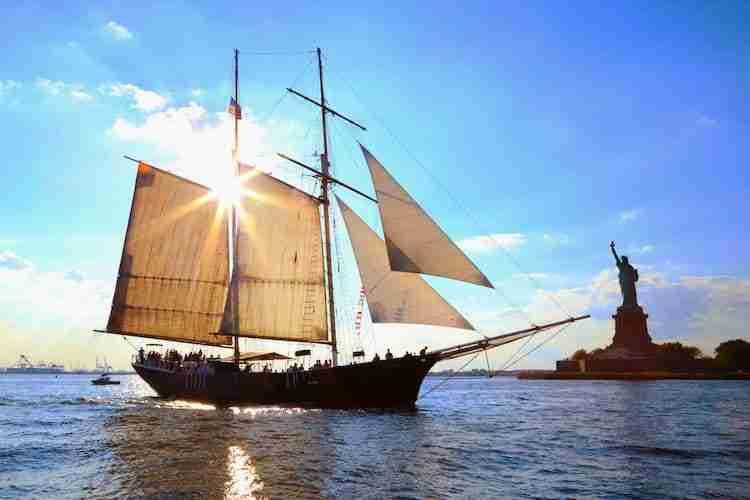 Giro in barca vela nella baia di New York