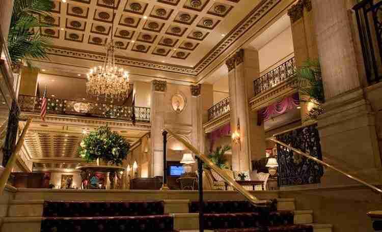 Natale a New York, Roosevelt Hotel