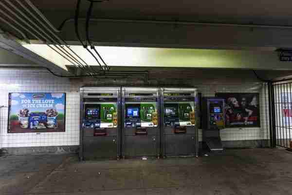 Macchinette automatiche in una stazione della metro