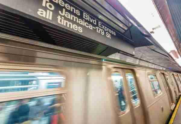 Indicazione di una linea della metro express