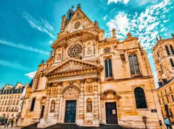La Chiesa di Saint-Etienne-du-Mont dove Gil salirà sull'auto che lo porterà nel passato