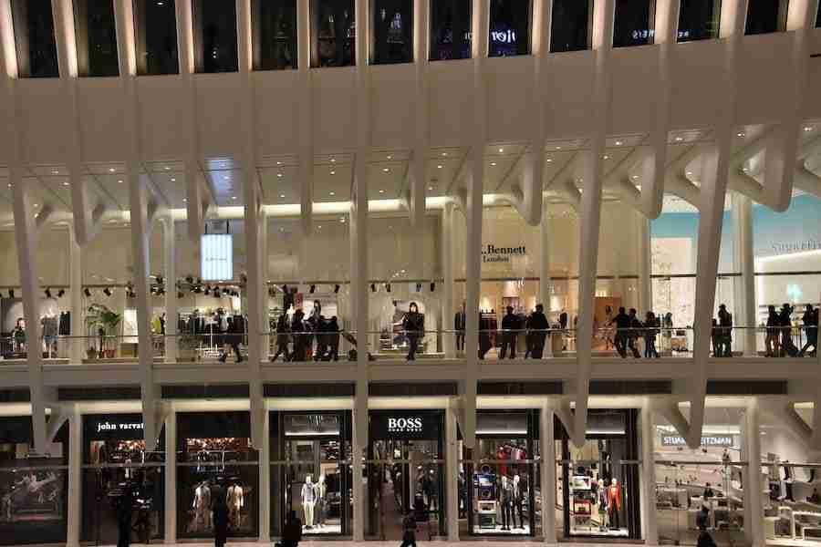 Il centro commerciale Westfield dentro la stazione Oculus, New York
